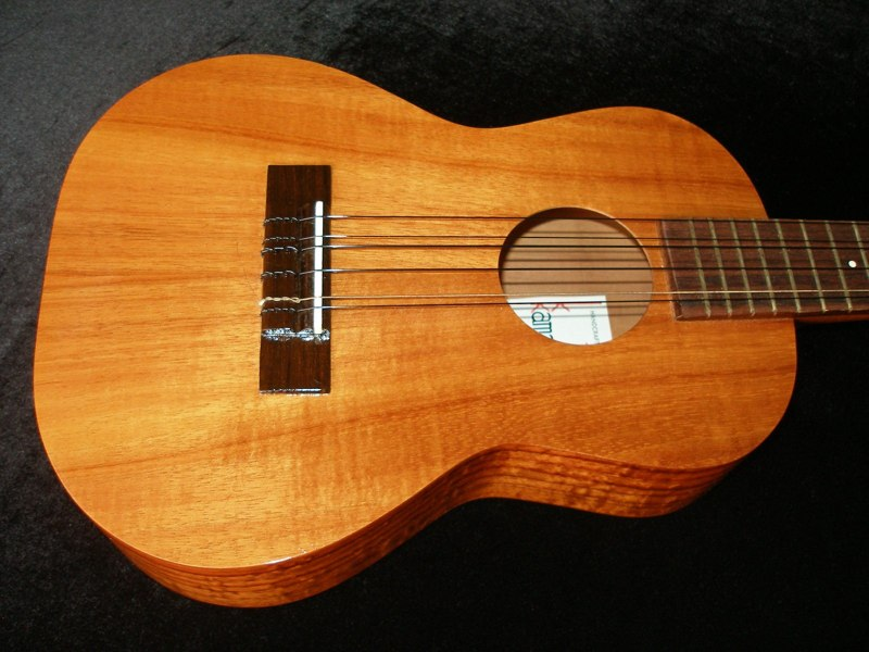 Ukulele Friend 1999 Kamaka 6 String Ukulele Ukulele Friend