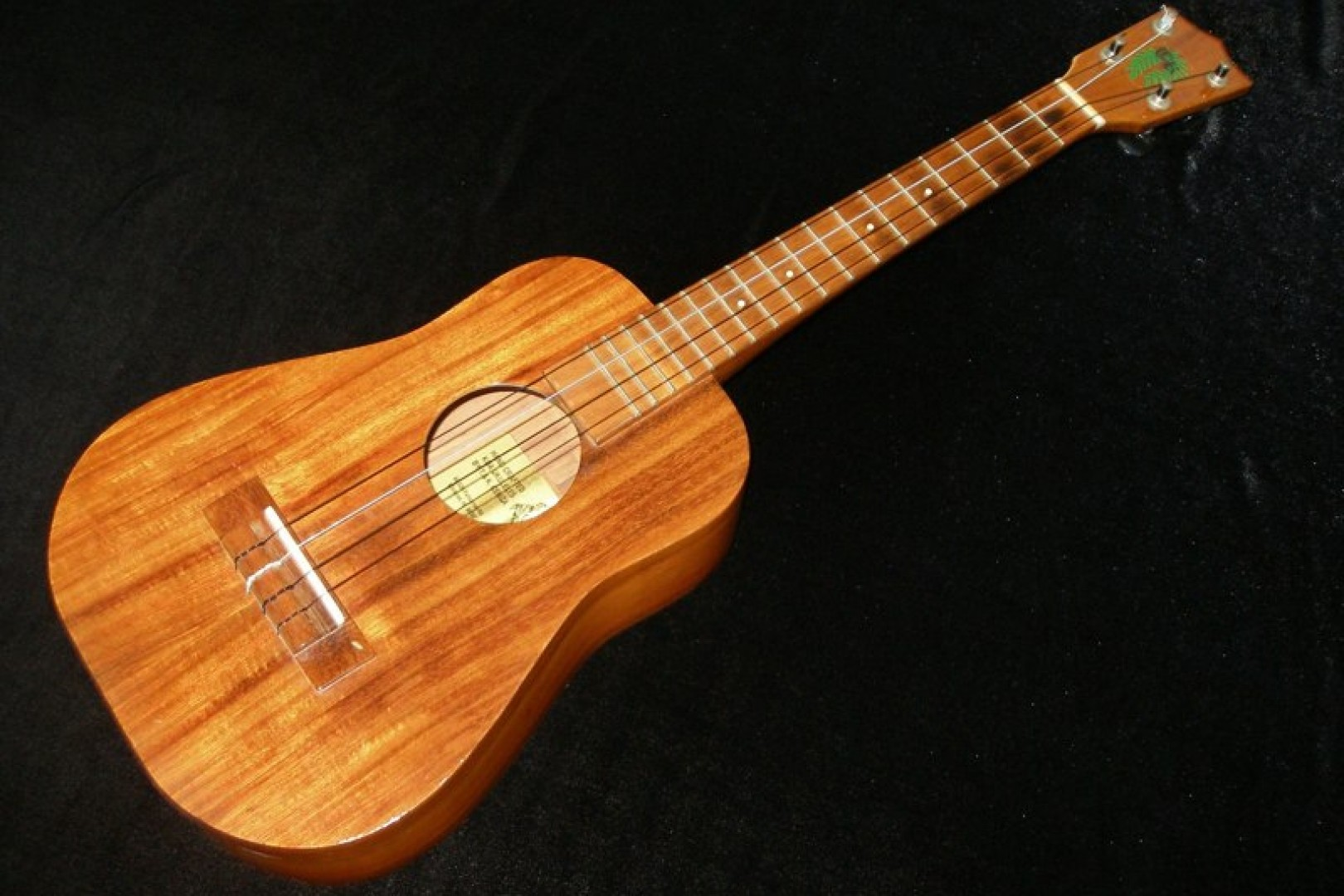 ukulele friend ceniza ukulele for sale ukulele friend. Black Bedroom Furniture Sets. Home Design Ideas