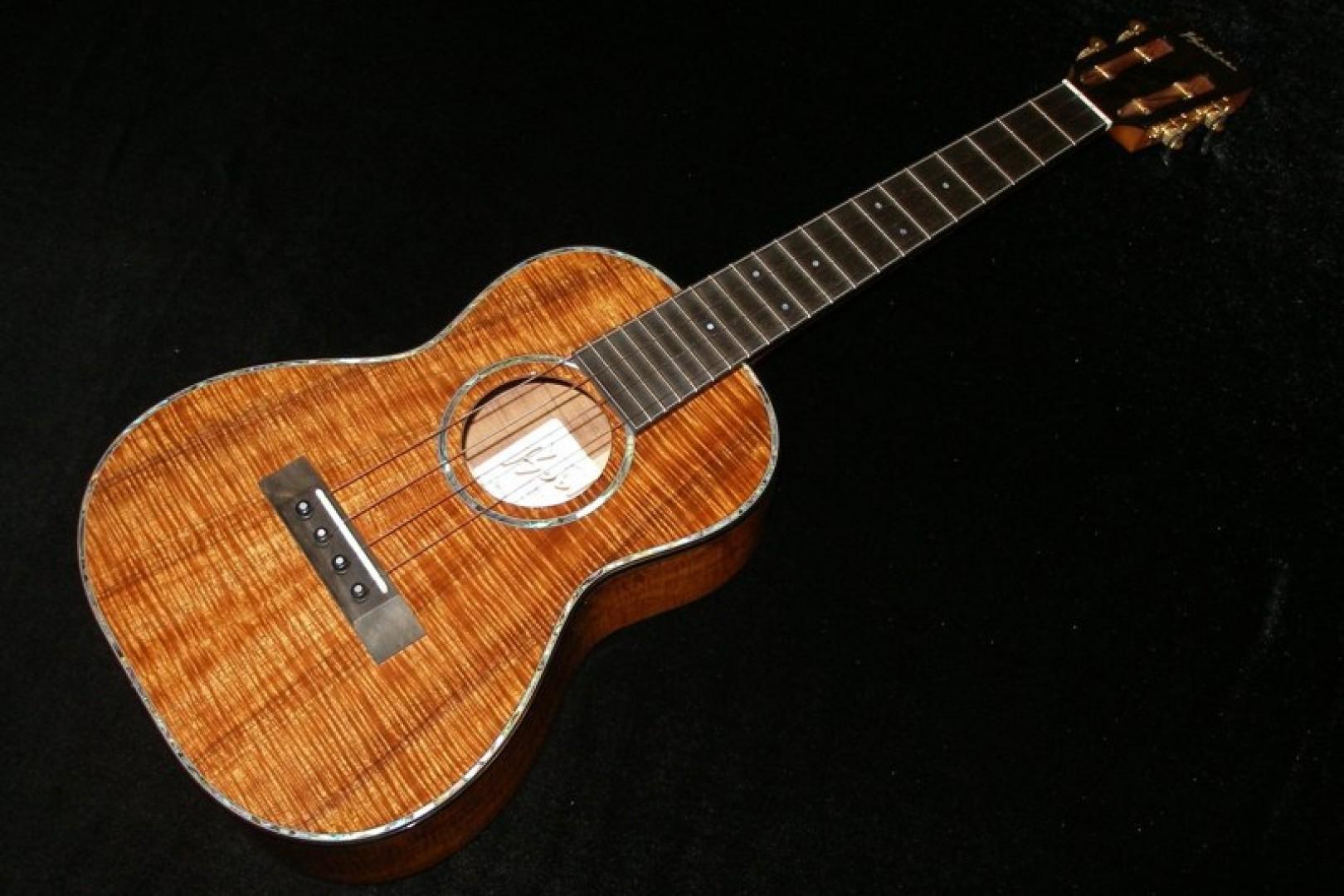ukulele friend custom ko 39 olau ukulele for sale ukulele friend. Black Bedroom Furniture Sets. Home Design Ideas
